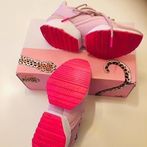 Super flotte Puma sneakers.🌸🌸🌸 Er en normal str 39 =25 cm i indersål.
