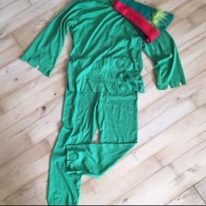 Robinhood med fjer i hat . Jæger Robin hood.  Eller en alien grøn uhyggelig fyr Str 5- 7 år  Kostume udklædning halloween temafest Sender gerne