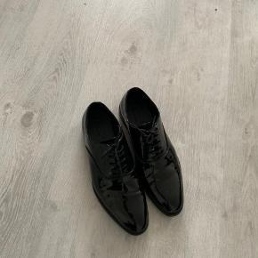 Fine herre sko brugt en enkelt aften Sælges da de ikke skal bruges mere  Købt på zalando.com