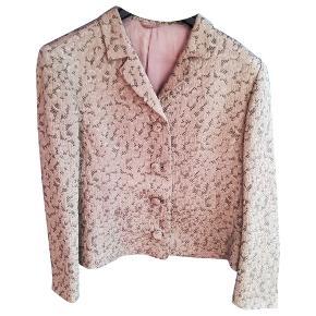 Fantastisk vintage jakke sælges! Ingen størrelseslabel i, men den passer en str. S og M.