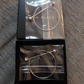 Maria Black 'Solar' øreringe (sæt!), one size Sterling Sølv - Hvid Rhodium Brugt: Mindre end 10 gange Ved nærstudering vil de have mindre brugstegn *Originalæske medfølger* Mp: 800 *bytter ikke