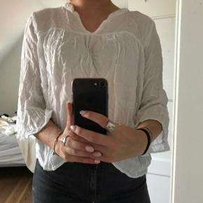 Super fin bluse fra Sparkz i hvid Skriv for flere billeder eller mere info🥰