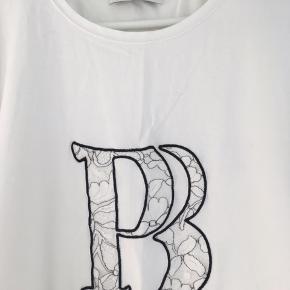 Super fin t-shirt - i fin stand.  It 44