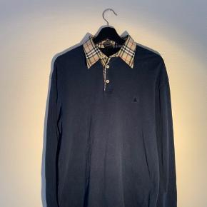 Bemærk ikke bootleg Burberry  Mega fed trøje.   Skriv endelig for spørgsmål eller flere billeder.   Tjek min side ud for andet fedt tøj.