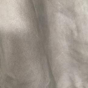 Lækre bløde grå skindbukser