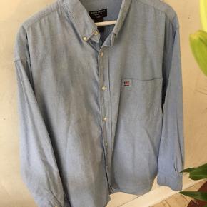 Vintage Ralph Lauren Polo Jeans i oversize 90'er fit sælges. Rigtig god stand. Str. L, men nok nærmere en XL. Passer til 1.80 +/- afhængig af ønsket fit.