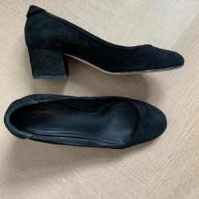 Brugt 3 gange.  Elsker disse sko, men de er desværre købt for små, så vil gerne bytte med en 39. Alternativt må jeg sælge dem.  Mp 400pp