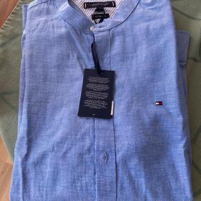 Tommy Hilfiger skjorte. Str L. Ny og ikke brugt.