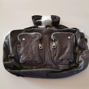 Helt ny Nunoo Allimakka taske i vasket læder sælges
