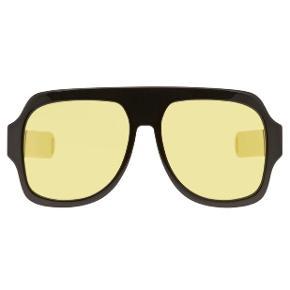 Gule store solbriller fra Gucci. Sælges da min kæreste hader dem 🙄. Købt i Gucci København. Kvittering haves. Etui haves også men er desværre gået i stykker i lukkemekanismen.