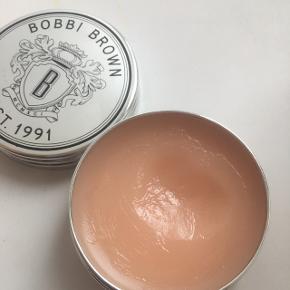 Bobbi Brown lip balm SPF 15 Super flot og fugtende lip balm, som altid reder tørre læber. Giver en naturlig flot farve.   Brugt få gange og der er den næsten som ny, men det kan ses på billedet.   Nypris: 190 kr.  BYD!