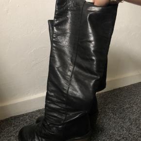 Lange/høje læder støvler🌸 Det er ægte læder  Giver mængderabat, tjek profilen ud!