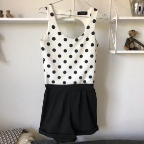 Jumpsuit / playsuit / buksedragt str small  Afhentes i Glostrup eller sendes (38krl) 📦 Se flere ting på min profil - følg gerne 🌼🐝