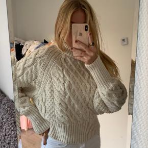 Super sød sweater, kan ses den er brugt, men ikke noget der har betydning.  Røgfrit hjem