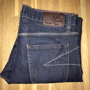 Signal jeans W33L30, men fitter småt i livet,  Livvidde 83-84cm Skridtlængde 70,5 cm Brugt 2 gange og fremstår som ny.