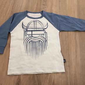 Langærmet trøje fra Danefæ, aldrig brugt, kun vasket.  Fra dyre- og røgfrit hjem. Sender gerne med dao eller post nord. Prisen er plus porto.
