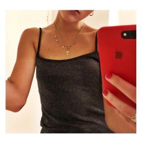 Flot glimmer kjole i grå/metal 🦄   Aldrig brugt. Str 38-40, men er nærmere en str 38. Mærket er Visual