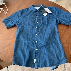 Minimum skjorte. Str XL. Ny og ikke brugt.