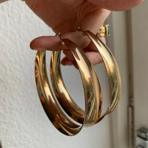 Thick guld hoops. Byd