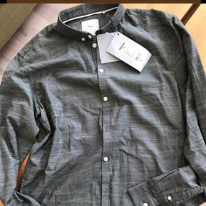 Minimum skjorte. Str L. Ikke brugt