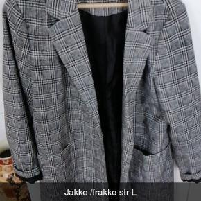 Lækker jakke,desværre for lille til mig. Brugt en enkelt gang😊