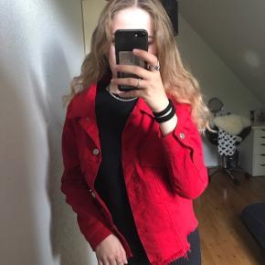 Gina tricot denim jakke, brugt få gange. Nypris 499kr