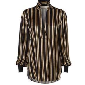 Model: Mourici Super lækker stribet skjorte - aldrig brugt.  🌸 se mine andre annoncer 🌸  Bytter ikke   Langærmet Farve: Sort Oprindelig købspris: 1799 kr.