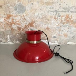 Lækker rød loftslampe ❤️