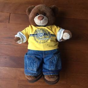 Build a bear bamse med tilhørende tøjsæt. Fra røgfrit hjem.