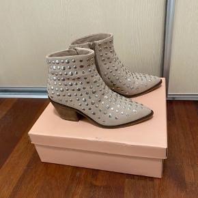 Copenhagen shoes by Josefine valentin.  Sælger disse populære støvletter.  De er brugt 1 gang