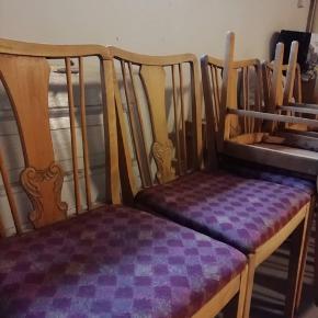 6 stk. gamle spisebordsstole. De trænger til en kærlig hånd, men er ellers gode.
