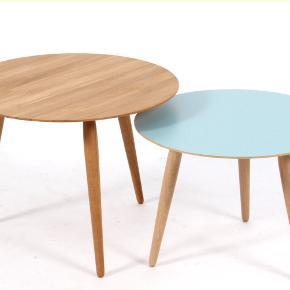 Skøn og helt nyt rundt bordi olieret massivt eg designet af Henrik J og Bruun & Jacob s. Munch for Bruunmunch. Jeg har 1 stk i højde 44,5 Ø 60. Bordet er helt nyt  1 stk 1500,00 Langt under halv pris Forretningspris 3795,00 pr stk. - AFSINDIG BILLIGT  Bordene passer perfekt ind i den moderne indretning, hvor bordet enten kan stå alene i den lille stue, eller sammen med andre størrelser i den lidt større stue. De giver mulighed for fleksibilitet, variation og lethed i boligen.