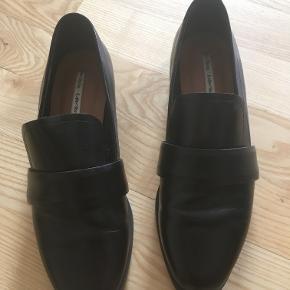 Sorte læder-loafers fra & Other Stories. Rigtig fin stand, brugt meget få gange.