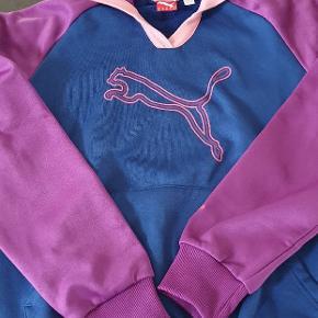 Lækker blød hoodie, brugt få gange, er som ny. Str 38, men lidt lille i str.