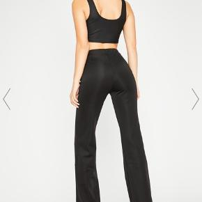 Vildt fede zip bukser i elastisk stof, aldrig brugt! 🖤 byd, køber betaler selv fragt hvis de skal sendes📦