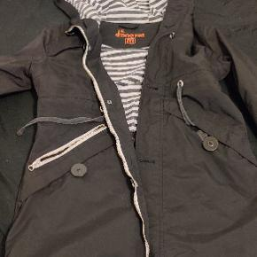 Sælger denne jakke fra Danefæ, nypris er 1400 kr.  Skriv hvis i ønsker flere billeder eller andet :)