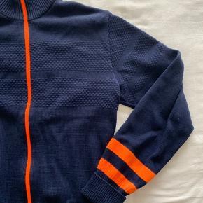 Mads Nørgaard 100% uld Fede orange detaljer Nypris 1000,-