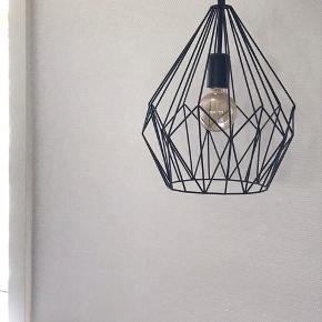 Sælger 2 stk. Af disse lamper.  Ny pris pr stk. 400kr  Sælges for 300kr for begge!