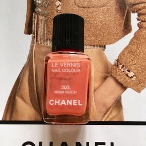 Fin farve Chanel: 203 Miami Peach . Kanten går mellem teksten 'nail colour' og '203' , så halvdelen er tilbage. Toplåg og æsken følger ikke med.  Kan sendes med Postnord som brev for 20 kr ved mobilpay. Søgeord: nail polish fersken  nail colour neglelakker neglelak