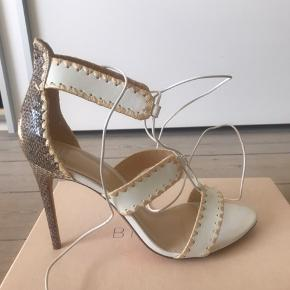 Købte disse Alexandre Birman i kassandra. Får dem ikke brugt - har kun prøvet dem.  Ny pris 6350 kr  Mp 2500