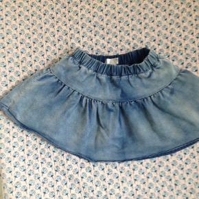 Brand: VRS Varetype: Nederdel Størrelse: 2-4 år Farve: Blå Prisen angivet er inklusiv forsendelse.  Sælger billigt ud, Byd:) se også mine andre annoncer