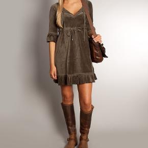 Odd Molly Fonda dress, Military, aldrig brugt. Str. 2 hvilket svarer til en str. Medium. Nej tak til bytte! Fonda dress, aldrig brugt. Farve: Military