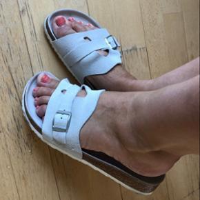 Helt nye Papillo sandaler fra Birkenstock. De har en virkelig blød fodseng og er lavet i ruskind. De er brugt 1 gang.  Sender gerne for 50kr som køber betaler