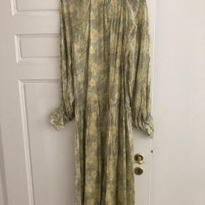 Boho style midi dress. Beautiful colour combination working with neutrals but giving a bit of colour. Work once. Opened with a long zip at the back. Worn twice but as new. No Trades accepted.