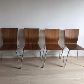 Sælger disse 4 flotte stole for min storebror 🌸☺️  Købt for 1.200,- stykket fra bolia☺️  Meget velkommen til at byde ☺️