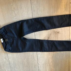 Bytter ikke og prisen er fast Gode ende af gmb Talje:26 cm*2  Længde:72cm  Indvendig benlængde: 52cm Jeans bukser
