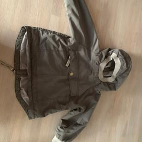 Næsten helt ny sommer/ forårs anorak fra mini a ture.    Har været brugt få gange som ekstra jakke.   Nypris 669  Mp 200kr pp eller afhenting i Esbjerg   Ved ts handel, betaler Køber gebyret.
