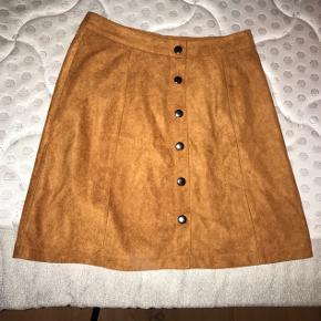 Ruskind nederdel fra PROJECT UNKNOWN