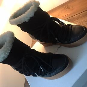 Shoe the Bear fede forede støvler, str. 36.  Aldrig brugt, kun prøvet på indendørs.   Prisen er fast.   Størrelsessvarende.