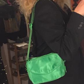 """Sælger min fine Trine Kjær X Silfen taske i farven """"paradise green 👒💟 Brugt 3 gange og i meget god stand."""